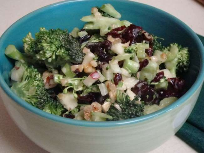 Broccoli Salad with Cranberries and Apples