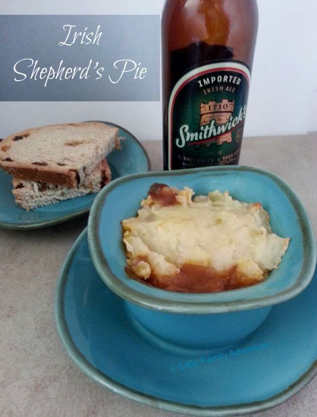 Irish Shepherd's Pie- Lamb and vegetables in a red wine stew topped with garlic mashed potatoes. A simple and hearty dish you'll love. #cleaneating #realfood #StPatricksDay #Irish