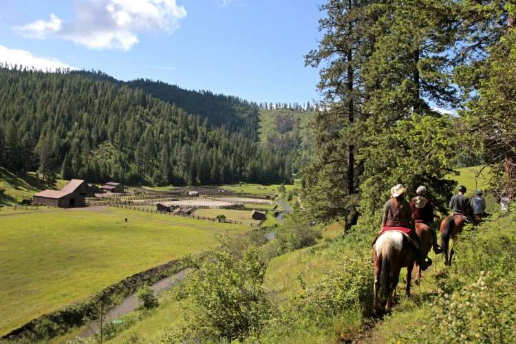 5 Reasons to Visit a Dude Ranch - Adult only weekend - #travel #adultfun #adventure