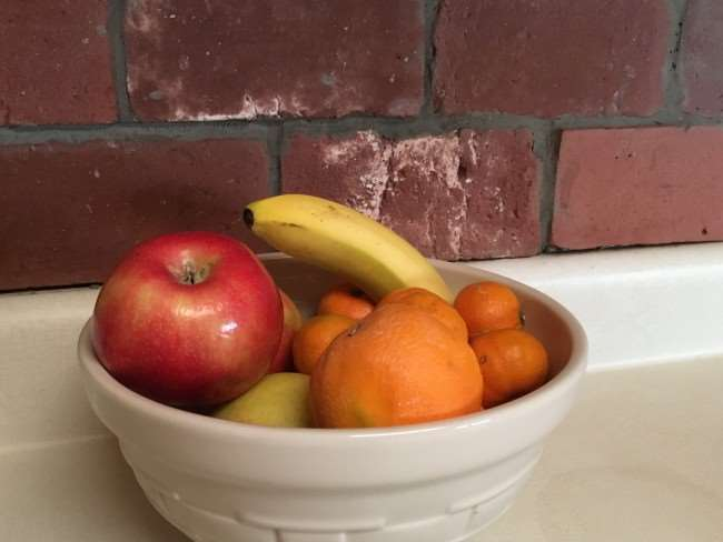 Make healthy snacking easy with a convenient bowl of fresh fruit. It makes healthy eating easier - Find Your Why & Get Tips to Live a Hea