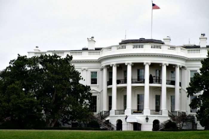 Family Fun in Downtown Washington DC - seeing the White House - family travel