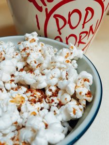 Chia Cinnamon Sugar Popcorn made with Barlean's butter flavored coconut oil gives you all the flavor of buttered popcorn without dairy #vegan