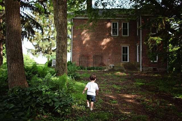 toddler travel photo