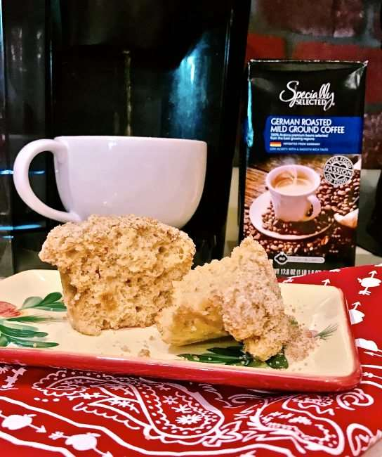 Snickerdoodle Muffins with Streusel Crumble - Delicious combination of a Snickerdoodle cookie and Cinnamon Streusel muffin. These are great muffins to give as a holiday gift for friends, neighbors, and teachers this holiday season or create them for your family.