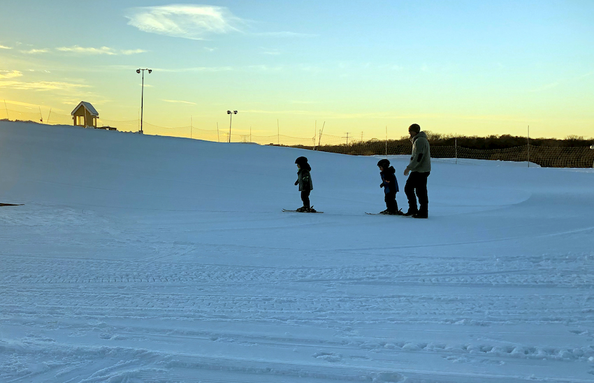 toddlers skiing with adult