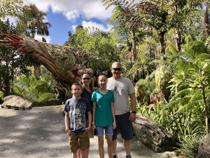 Family in a green landscape - Disney's World of Avatar - Pandora