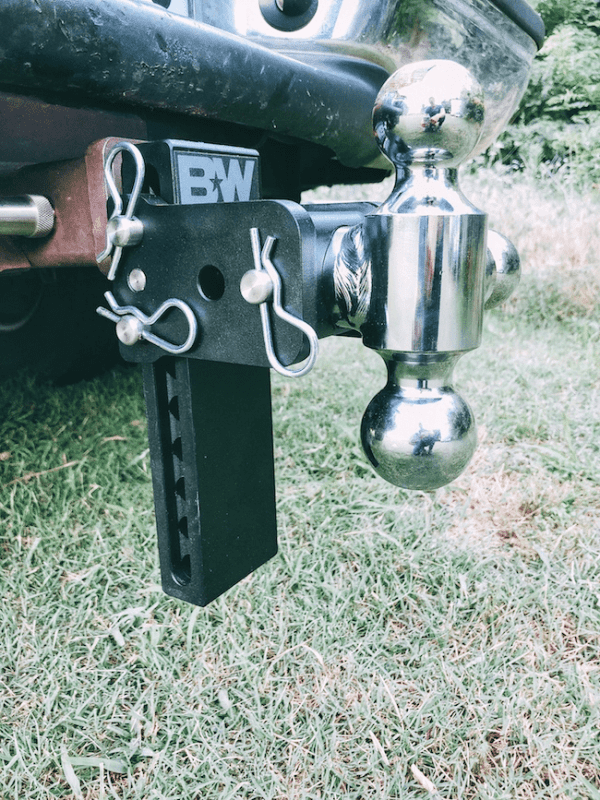truck hitch with a rotating ball to make hauling easier