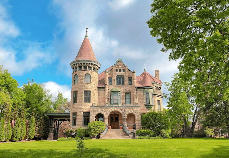 Castle Bed & Breakfast - lodging in La Crosse WI