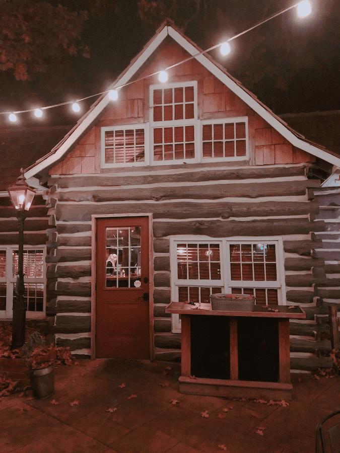 Fred's Hickory Inn - iostoric cabin