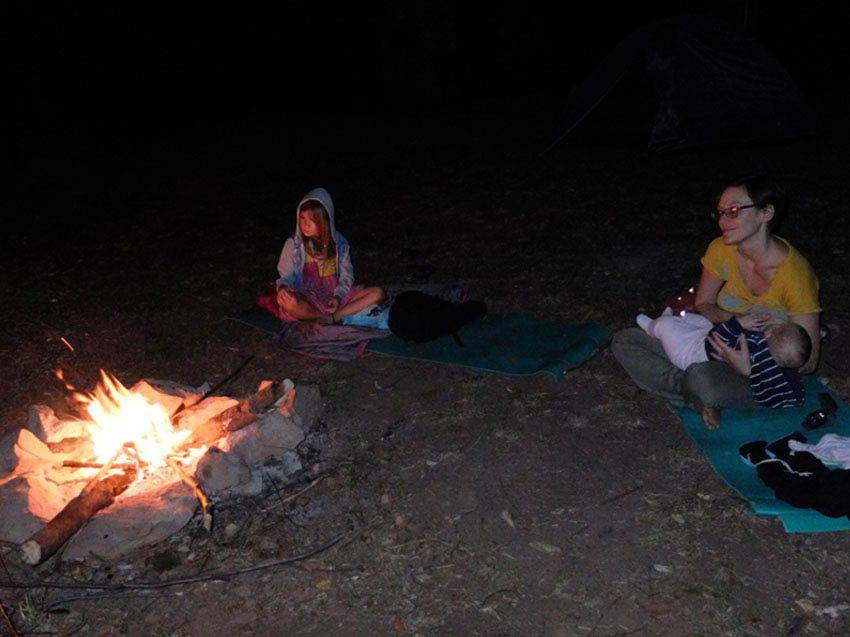 breastfeeding around campfire