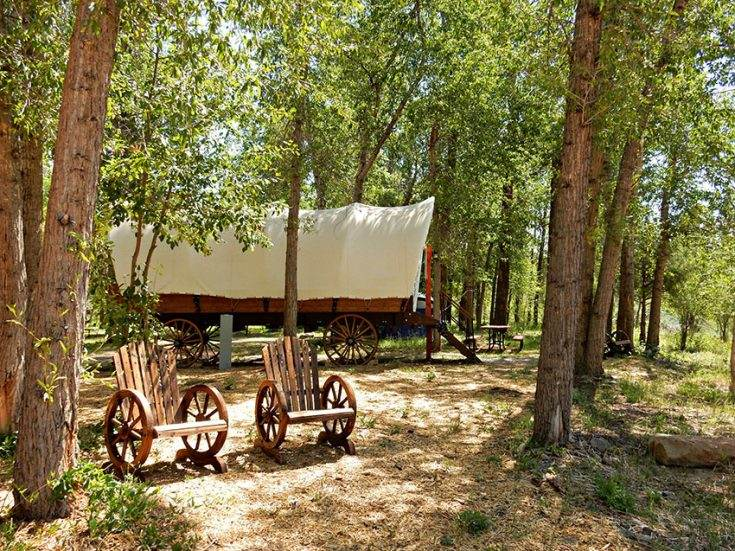 8 Unforgettable Glamping Experiences in a Conestoga Wagon