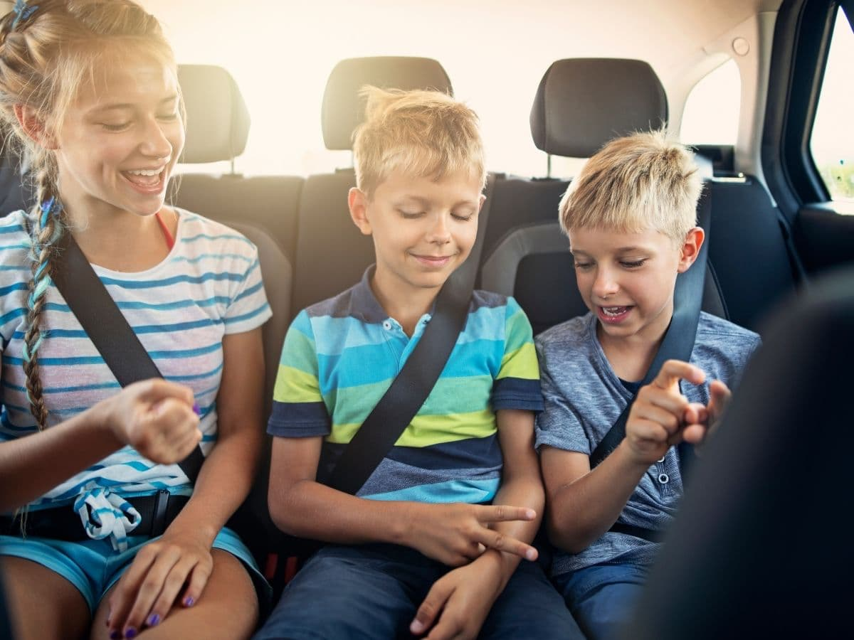 children in car playing rock paper scissors, leisure road trip games