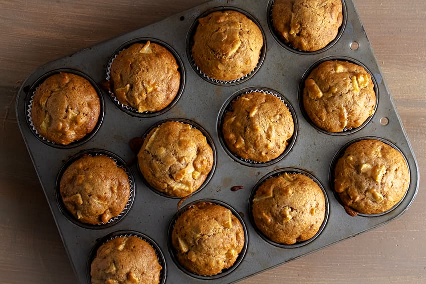 apple muffins in capcake pan