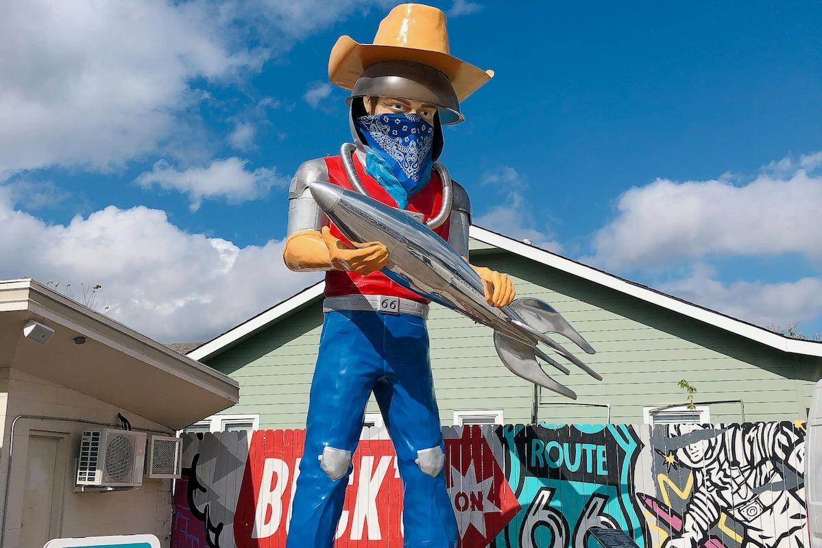 Buck Atom with Mask