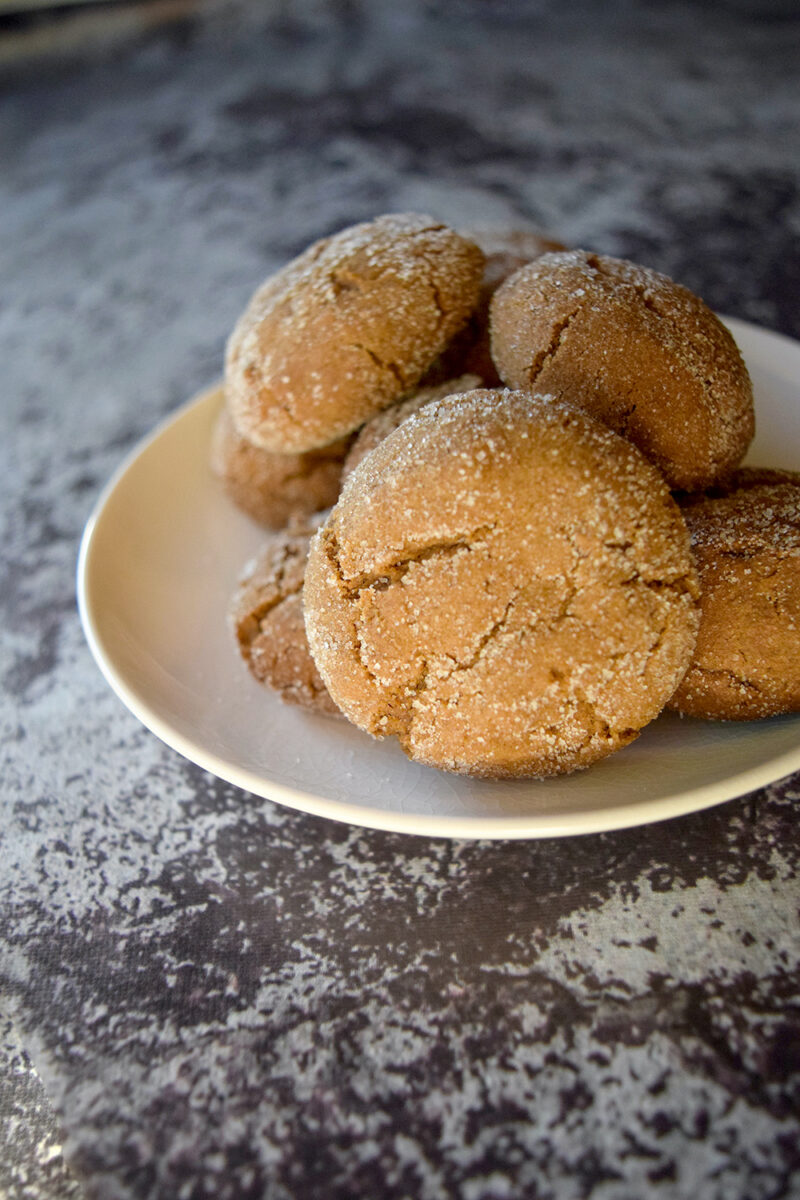 easy gingerbread crinkle cookies