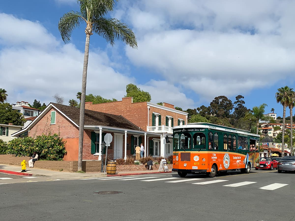 Old Town Trolley and Whaley House street view